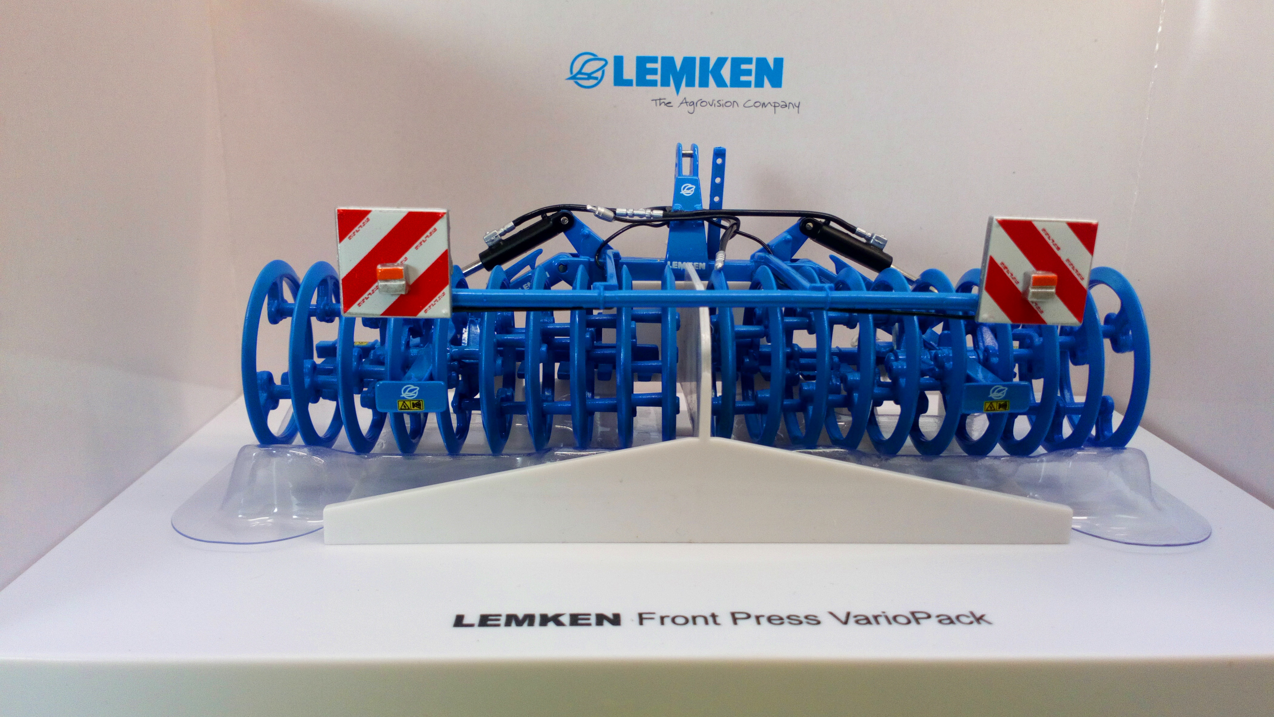 Universal Hobbies 1//32 LEMKEN Front Press VarioPack Diecast Model Collection